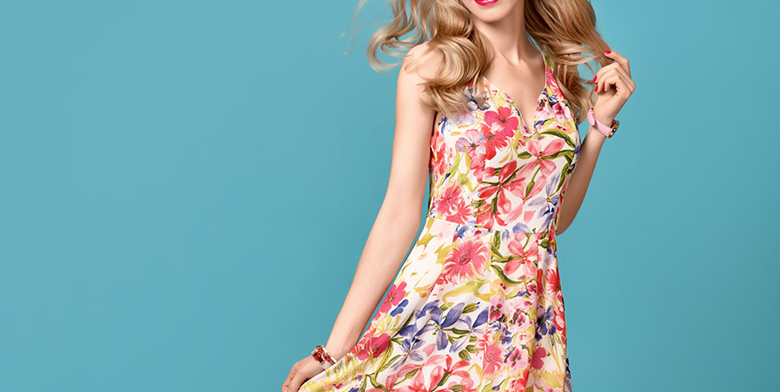 Fashion Beauty. Sensual Blond Model. Summer Outfit