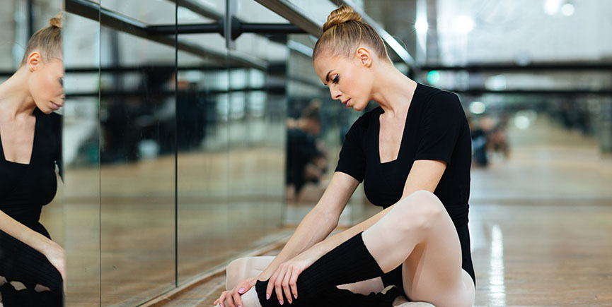 Injured ballerina in pointes
